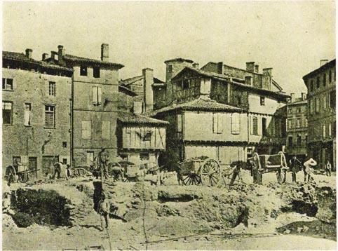 Construction du marché couvert en 1902