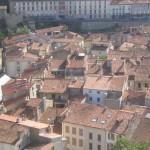 La vieille ville de Foix au pied du chateau. (Photo Jean-Claude Planes)