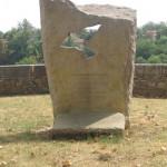 Lavaur - Stèle en souvenir des victimes du bucher. (Photo Martine Planes Corbiere)