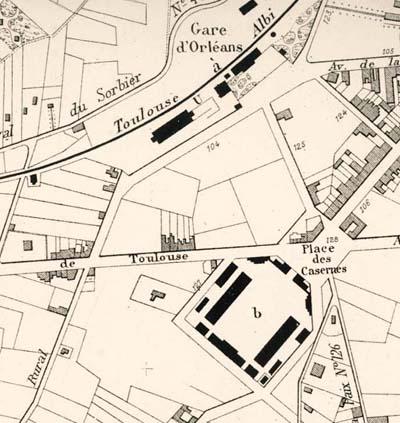 plan 1886 La caserne est construite. Son entrée est tournée vers la ville.